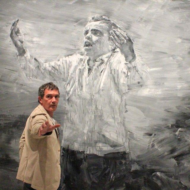 """""""Hoy nos ha visitado el actor malagueño #AntonioBanderas recorriendo las exposiciones del @cacmalaga #adelabdessemed #yanpeiming #pasionII #neighboursII…"""""""