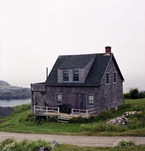 Little slice of New England heaven. Shingled cottage onMonhegan Island, 12 miles off the coast of Maine. Viacabinporn.