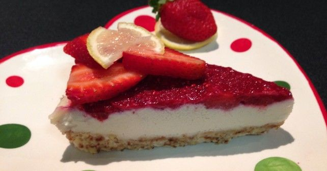 Healthy lemon & berry cheesecake - dairy, refined sugar and gluten free. Hello deliciousness :)