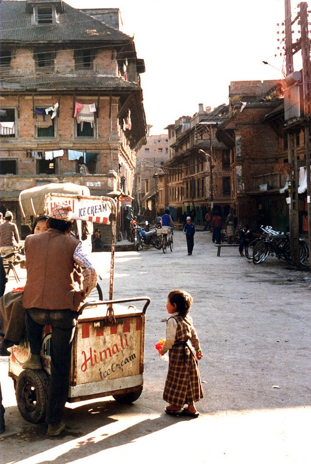 60 Stunning Color Photos Captured Everyday Life of Nepal in the early 1980s