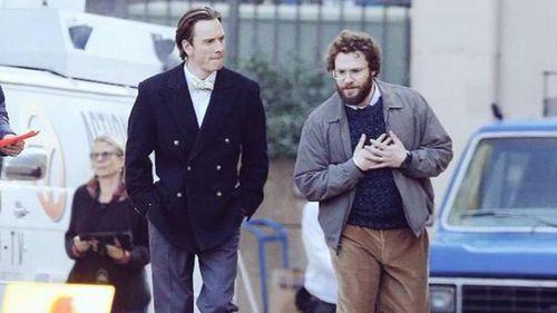 Primeras imágenes de Michael Fassbender y Seth Rogen como Jobs y Wozniak