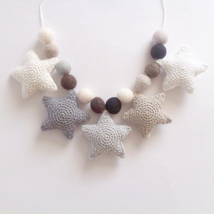 Dagens forsendelse #crochet #crocheting #star #stars #crochetstars #grey…