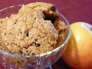 Almás-mazsolás zabpehely keksz