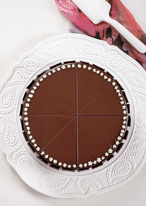 Provereni recepti. Cooks and Bakes: Čokoladna torta sa višnjama