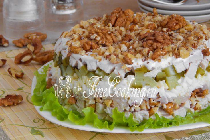Салат с грецкими орехами и курицей