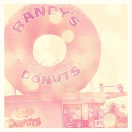 Randys donuts, Los Angeles architecture, travel photography, LA landmark, food restaurant, doughnuts, dessert, kitchen pink decor