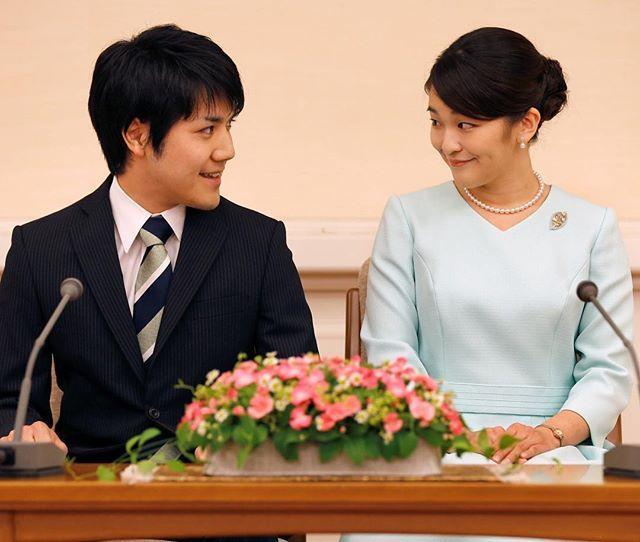 本日行われた秋篠宮家の長女眞子さまと大学時代の同級生小室圭さんによる婚約内定会見笑顔でなれそめや今の心境などを語られた結婚式は来年秋にも行われるとかどうか末長くお幸せに Princess Mako the elder daughter of Prince Akishino and Princess Kiko and her fiancee Kei Komuro a university friend of Princess Mako smile during a press conference to announce their engagement. Photo Reuters/AFLO via VOGUE JAPAN MAGAZINE OFFICIAL INSTAGRAM - Fashion Campaigns Haute Couture Advertising Editorial Photography Magazine Cover Designs Supermodels Runway Models
