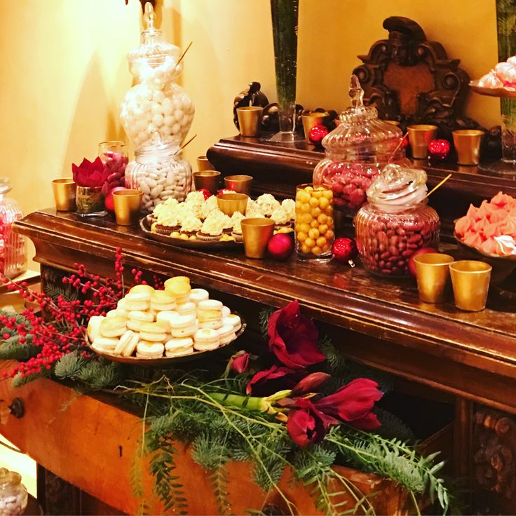 The most sweet #candybar for our #christmaswedding by SenSyle!! #sensyle #sensylecrew #christmasdecor #desserttable #candies #red #christmas