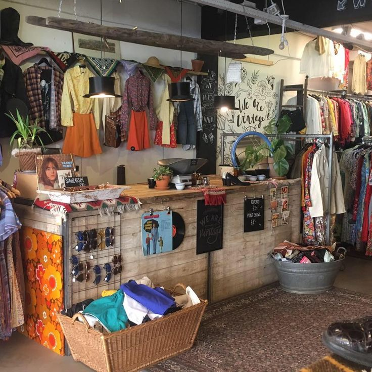 Waar vind je nou de mooiste vintage kleding in Amsterdam? Wij hebben dit uitgezocht en de allermooiste vintage winkels in Amsterdam geselecteerd