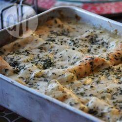 Een spinazie-kip lasagne met een romige witte kaassaus. Mijn kinderen zijn er dol op.
