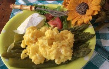Uova asparagi e toma piemontese
