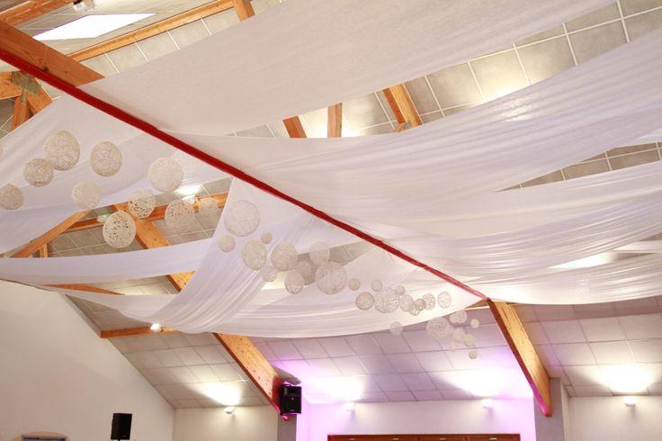 Mon mariage evasion la d coration de la salle et des tables mariage voya - Idee deco plafond poutre ...