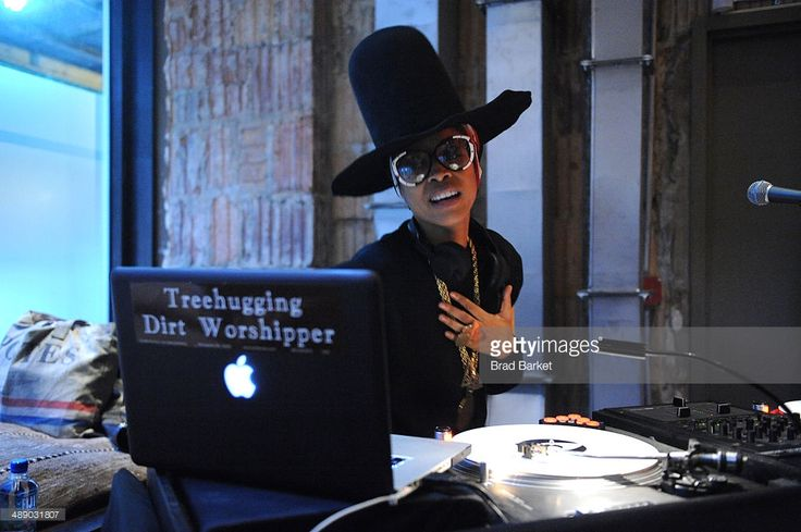 Singer-songwriter Erykah Badu performs at the Vulture Festival Opening Night Party at Neuehouse on May 9, 2014 in New York City.