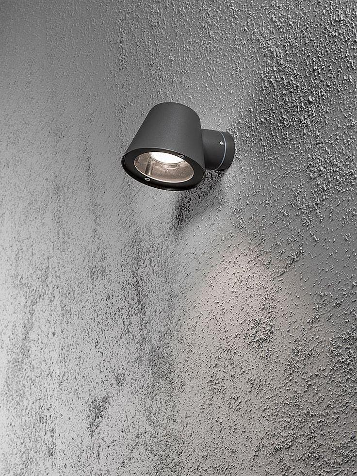 Svart utomhuslampa - Konstsmide Trieste vägglampa