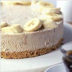 De monchoutaart met banaan wordt met verse banaan bereidt. Je kunt eventueel noten aan de topping toevoegen. Deze monchoutaart heeft een heerlijke cakebodem