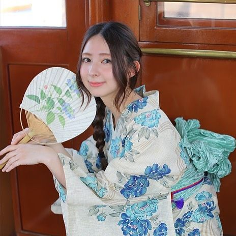 水色の牡丹を先染めベージュの綿麻にのせて。 手縫い併用のこだわり縫製。 <うたたね>