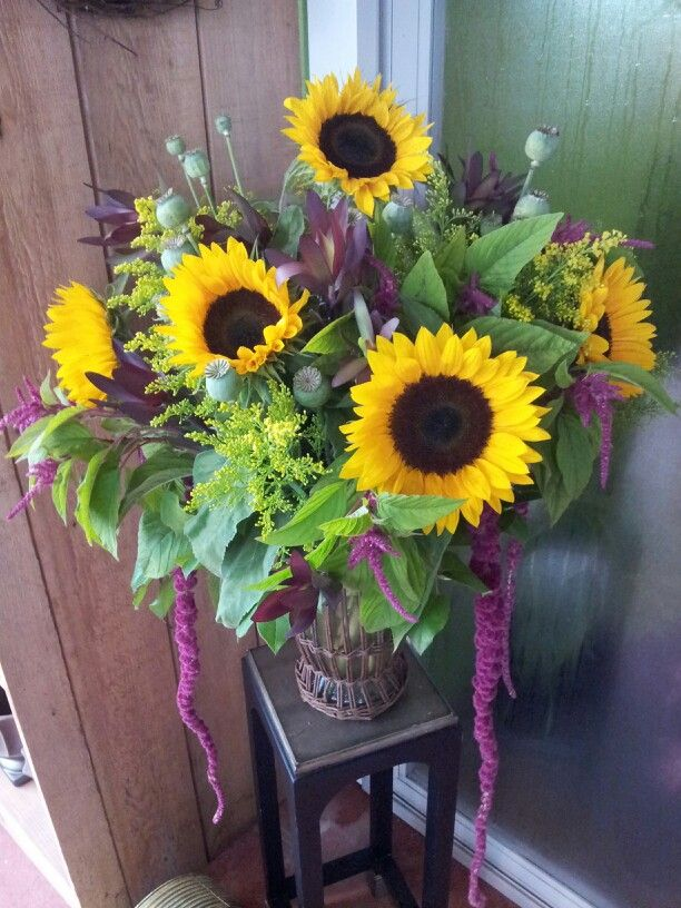 Sunflowers and amaranthus... Perfect end of summer arrangement