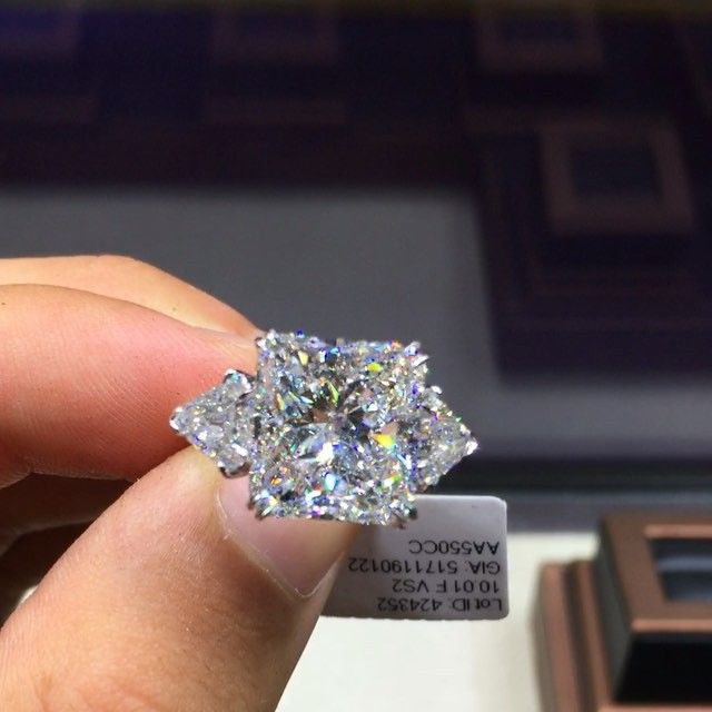 A dream ring 10ct Radiant cut F VS2 with triangles on the sides...