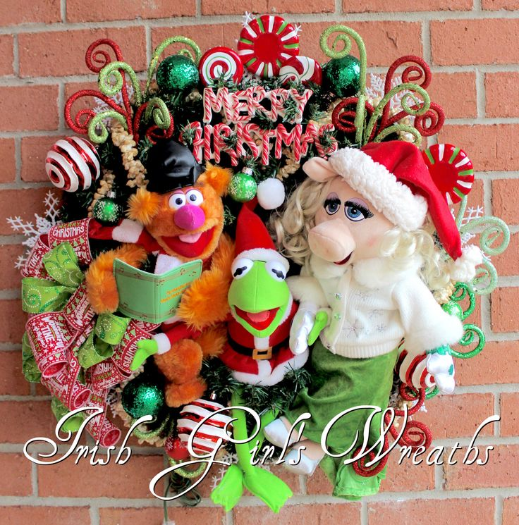 Magnificent Muppets Merry Christmas Wreath pre-lit, Peppermint, Fozzie Bear, Kermit the Frog, Miss Piggy, Popcorn garland, Candy by IrishGirlsWreaths on Etsy https://www.etsy.com/listing/554029184/magnificent-muppets-merry-christmas