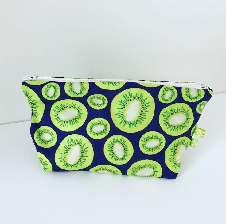 Trousse à maquillage tissu coton avec des kiwi : Trousses par bazaracaro