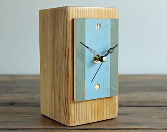 Rustic Desk Clock Salvaged Wood and Driftwood Beach Hut Face Mantel Clock (17/071)
