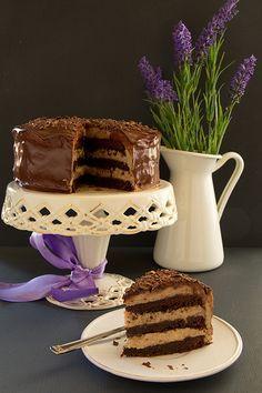 ТОРТ. Шоколадный торт-брауни с каштановым кремом. Chocolate cake (brownie) with chestnut cream.