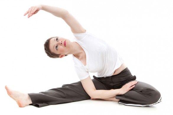 Esercizi di stretching posturale contro cervicale e mal di schiena