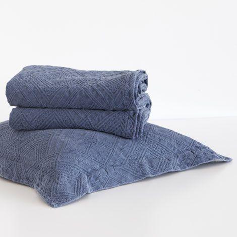 les 25 meilleures id es de la cat gorie couvre lit sur. Black Bedroom Furniture Sets. Home Design Ideas