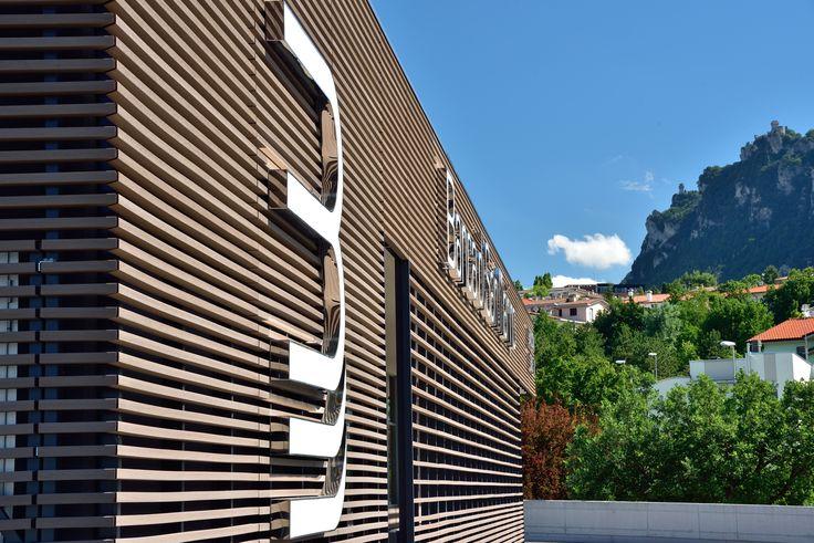 Filiale Banca San Marino (RSM). Facciata ventilata in Woodn che riveste l'edificio. In collaborazione con Antao Progetti San Marino e Banca di San Marino #woodn #speciesunica #imagineyourfuture