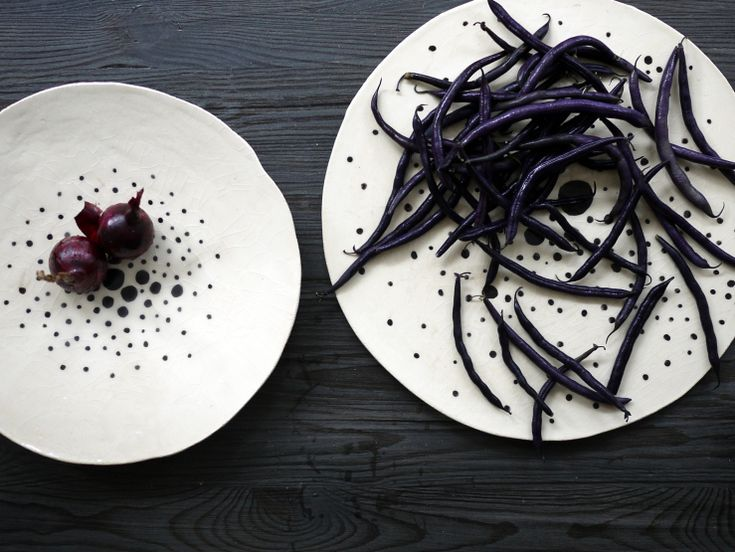 Red onions and purple beans presented on a Simply Dots ceramic plates series by Projectorium. Black and white decoration for your table or at your kitchen.