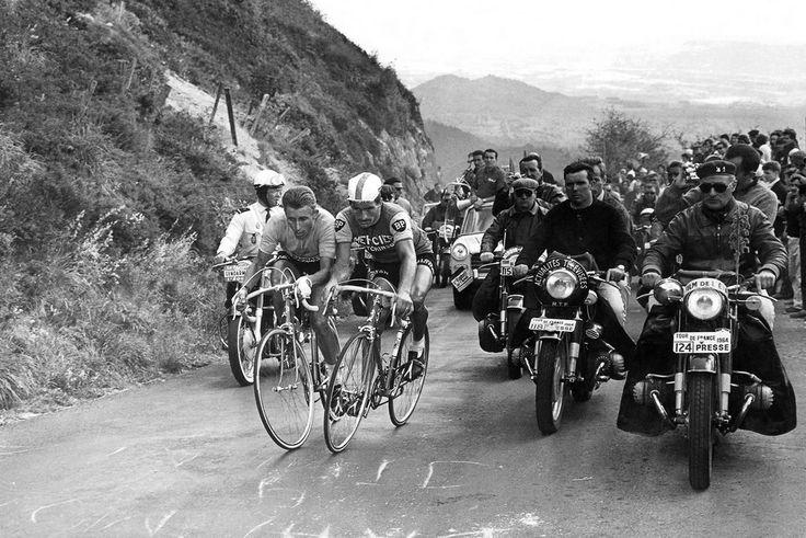 Kunstfoto's Jacques Anquetil , Raymond Poulidor, 1964 - L'EQUIPE PRESSE SPORTS - YELLOWKORNER