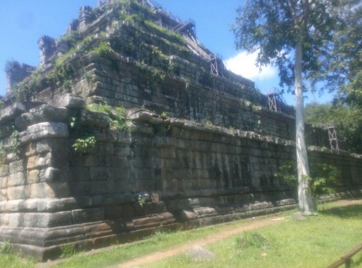 Koh ker temple Kimcambodiandriver.com