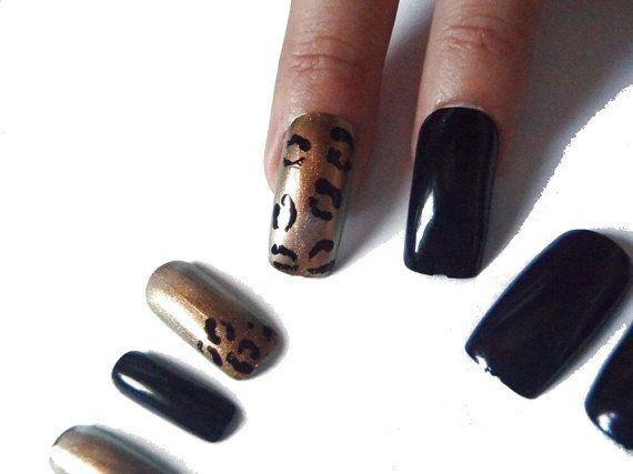 unghie finte leopardate animalier nail art oro nero stampa leopardo savana fashion gala elegante festa notte nozze squadrate lasoffittadiste
