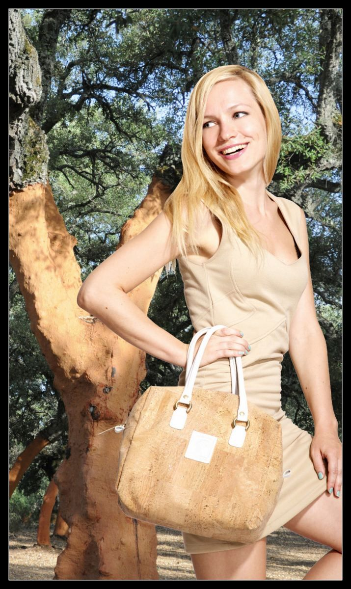 De Tacones y Bolsos: Piel de Corcho, bolsos y complementos en piel natural, piel de corcho, buscando la sustentabilidad y la sostenibilidad.