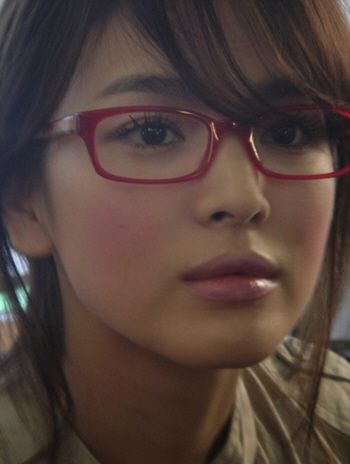 Song Hye Kyo looks perfect in glasses.