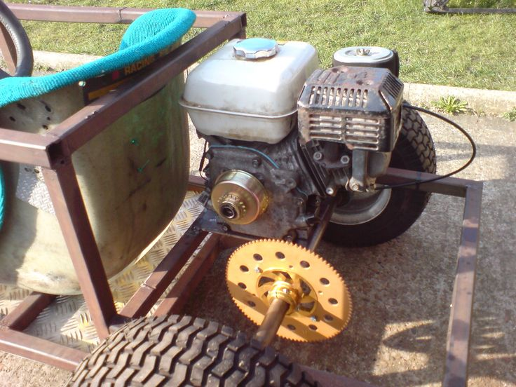 Honda gx160 fitted with a centrifugal clutch.