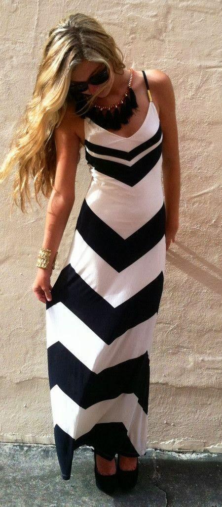 vestido largo de noche, color: blanco y negro, estilo: franjas en v.