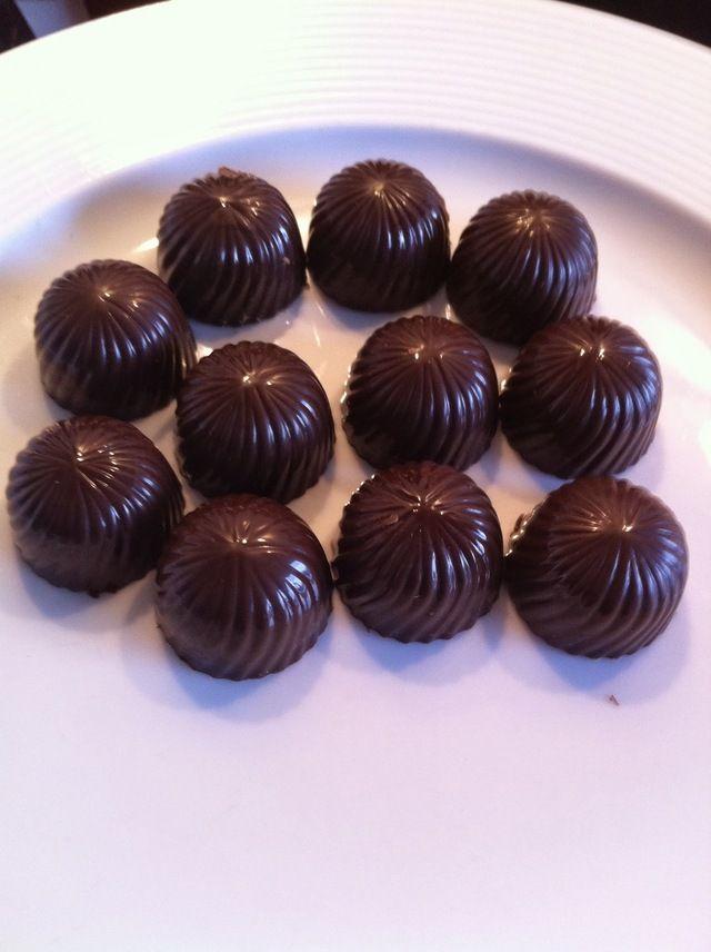 Fyldte chokolader med nougat-crunch