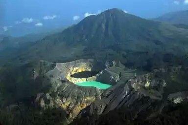 Kelimutu_Nusa Tenggara Timur(Indonesia)