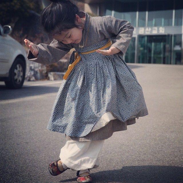 얼쑤 :- ) 선이 곱네 ♡ #생활한복 #퓨전한복 #한복만들기 #한복원피스 #한복 #겉치마 #철릭원피스 #철릭 #얼쑤