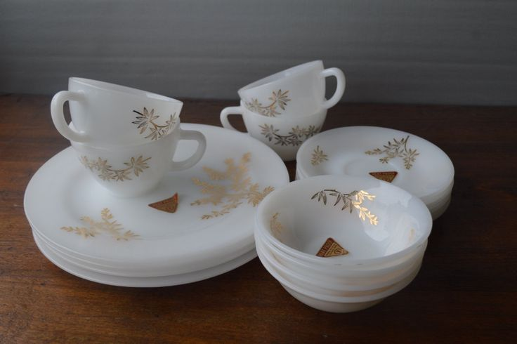 Vintage Near Mint Set of 4 Federal Milk Glass Golden Glory Coffee Cups and…