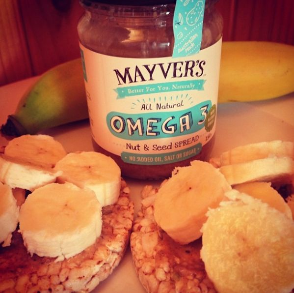 Yummy #mayvers afternoon snack time! Rice cakes with some amazing Mayver's Omega 3 Nut & Seed Spread with a banana sliced on top, perfect pick me up! #purestate #omega3 #cleaneating #sugarfree #super