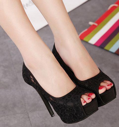 Ulass Black Lace Design Peep Toe High heels Shoes
