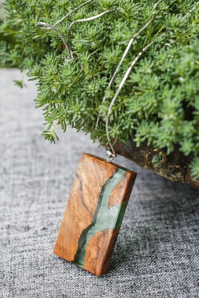 wood necklace handmade DIY.橄榄木,树脂。手作项链。