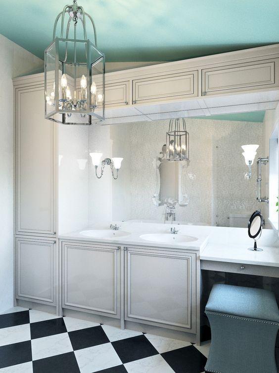 Ванная в  цветах:   Белый, Голубой, Светло-серый, Серый, Синий.  Ванная в  стиле:   Неоклассика.