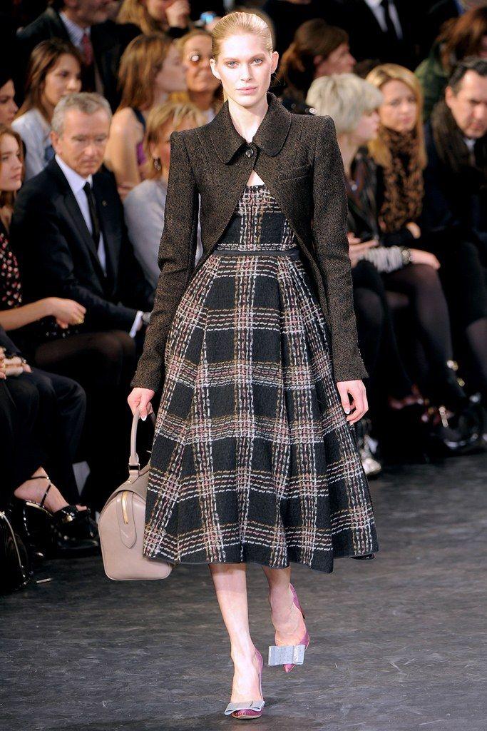 Louis Vuitton Fall 2010 Ready-to-Wear Fashion Show - Iselin Steiro