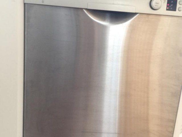 Komplett kök säljes. Vita luckor och stommar från Marbodal. Måtten på överskåpen är enligt följande: 1st 80, 2 st 40, 1 st 60, 1 st hörnskåp 40cm.  1 st hö...