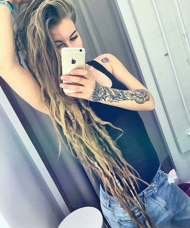 Love her dreads.