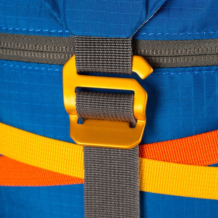 We designed the Tarak primarily for multi-pitch lead climbing and backcountry skiing, allowing you to efficiently organize and streamline the gear you depend on. Ultralight, durable, and featuring a r