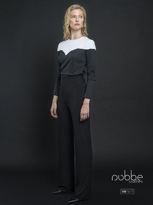 """NUBBE CLOTHES   F/W '16-17 Blanco y negro, un clásico atemporal. Imagen: Pantalón negro """"Ambar"""" (disponible también en morado y azulón) + camiseta manga larga """"Onix"""", en blanco y negro. Hazte con este look en nuestra tienda online y puntos de venta. http://tienda.nubbeclothes.com/ #otoño #fashion #moda #modagallega #madeinspain #elegante #blancoynegro #pantalon #camiseta"""